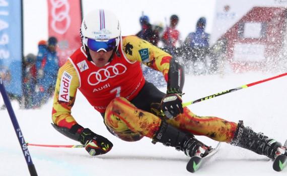 El esquiador de alpino Juan del Campo compitiendo en los Campeonatos de España en Fromigal.